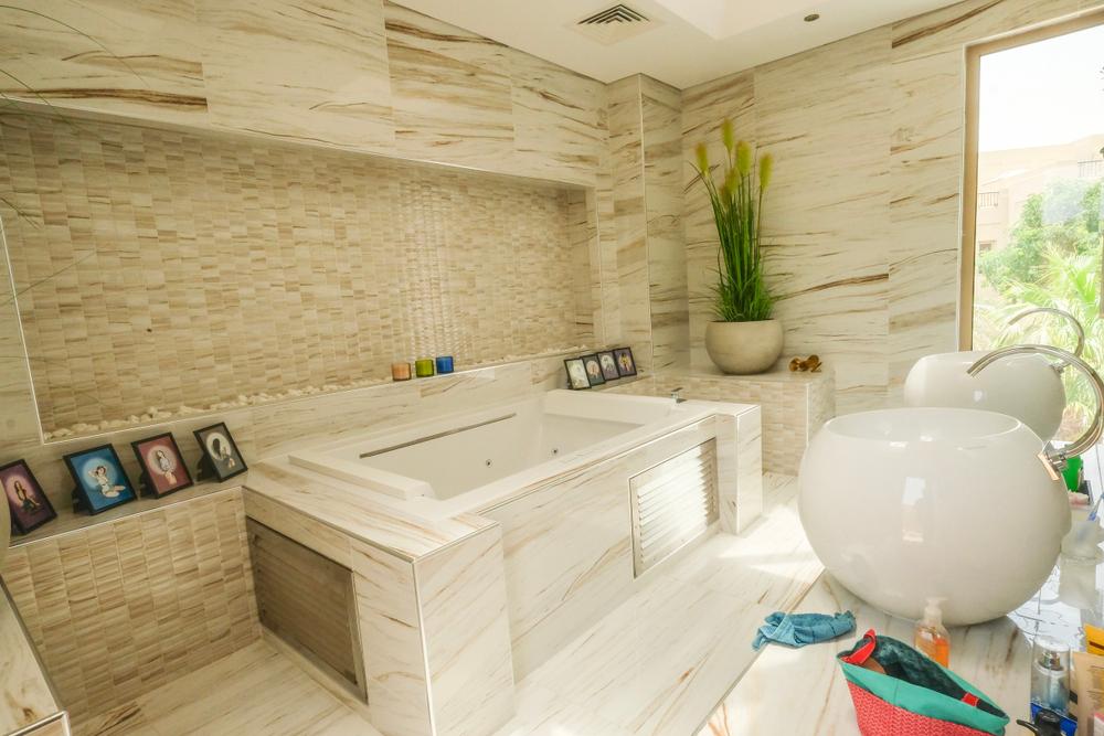 bagno arredato in stile arabo