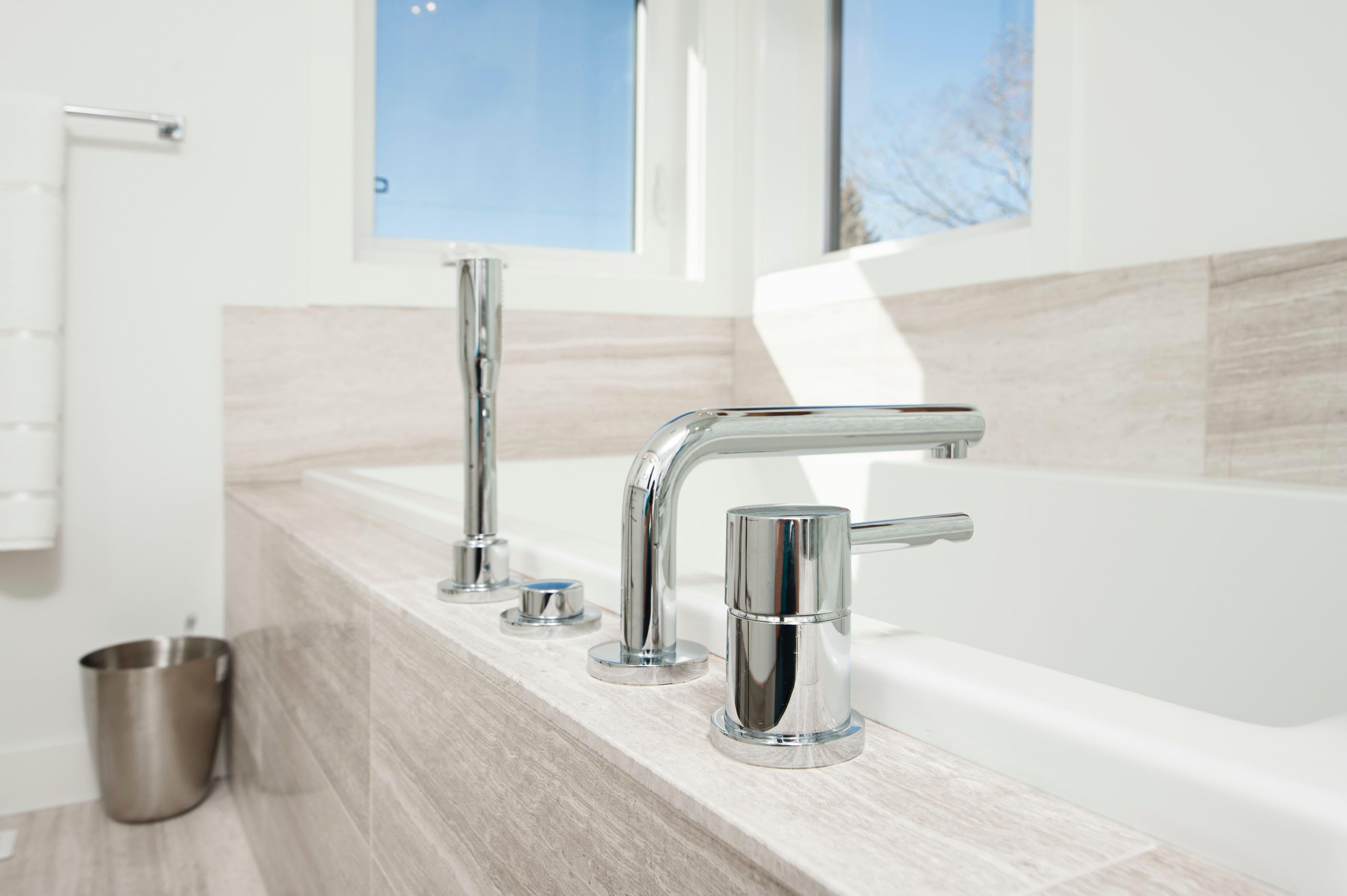 rubinetto bagno moderno