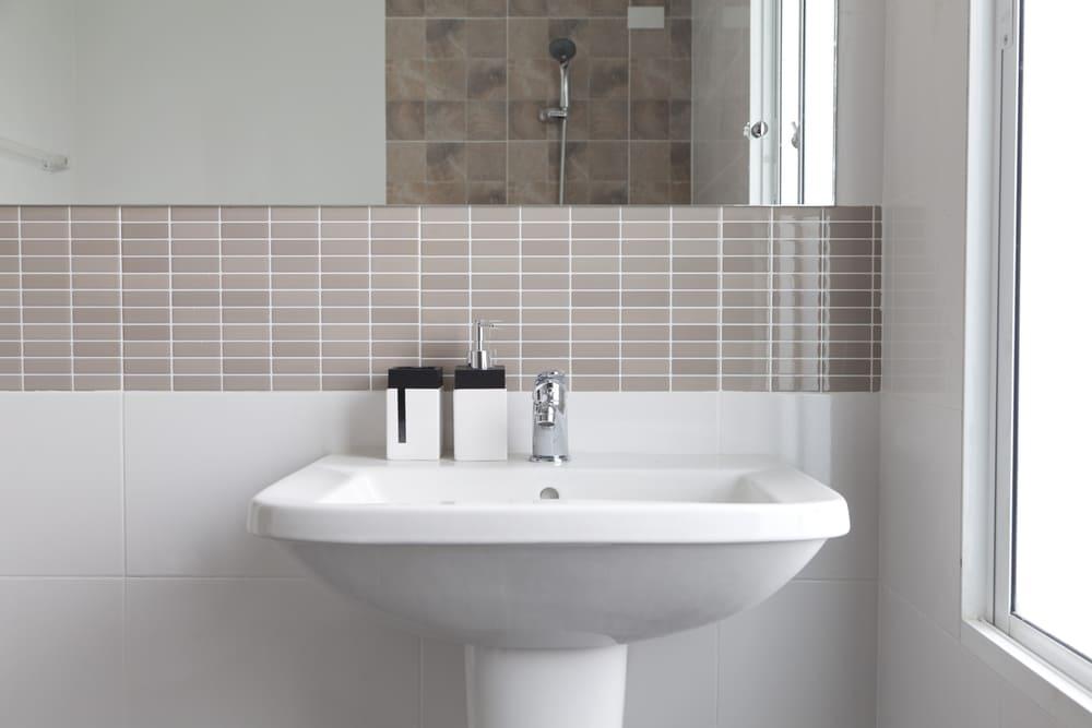 lavabo bagno a semicolonna