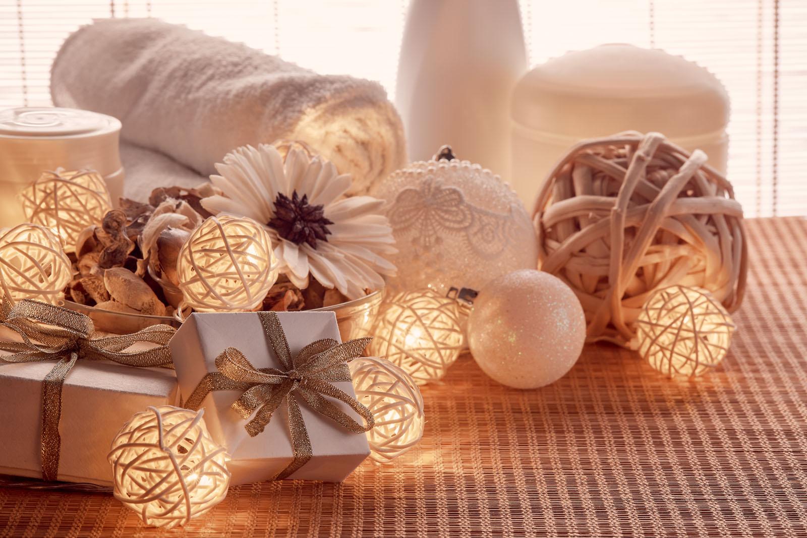 Idee di tendenza per decorare il bagno per Natale